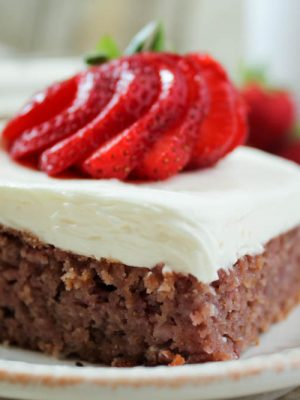 Strawberry Cake (Low Carb, THM-S, Sugar Free)
