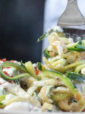 Easy Lunch Ideas - Zucchini Bacon Alfredo (THM, Low Carb) #trimhealthymama #thmlunch #quicklunch #easylunchideas