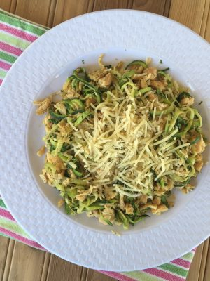 Easy Lunch Ideas - Italian Zoodles with Chicken and Parmesan (THM, Low Carb) #trimhealthymama #thmlunch #quicklunch #easylunchideas