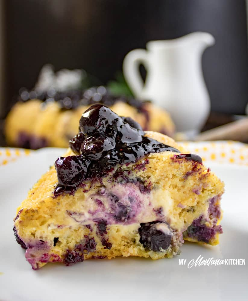 Blueberry Coffee Cake (Low Carb, THM-S, Sugar Free) #trimhealthymama #thm #thms #lowcarb #glutenfree #coffeecake #blueberry #creamcheese #blueberrycoffeecake #creamcheesecoffeecake