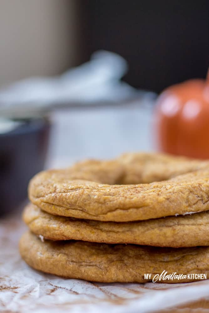 These low carb pumpkin bagels are the very essence of fall. Dense, chewy, and perfect when topped with whipped cream cheese. If you need a keto pumpkin recipe, this is the one to try! #keto #lowcarb #trimhealthymama #glutenfree #sugarfree #pumpkinspice #pumpkinbagel #bagels #mymontanakitchen