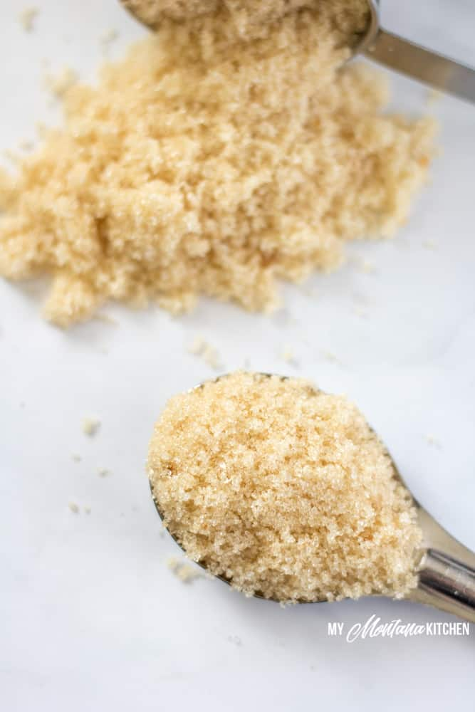 Try this sugar free brown sugar recipe that comes together in minutes! This low carb brown sugar alternative is perfect for low carb baking, THM treats, and even keto goodies. #sugarfreebrownsugar #lowcarbbrownsugar