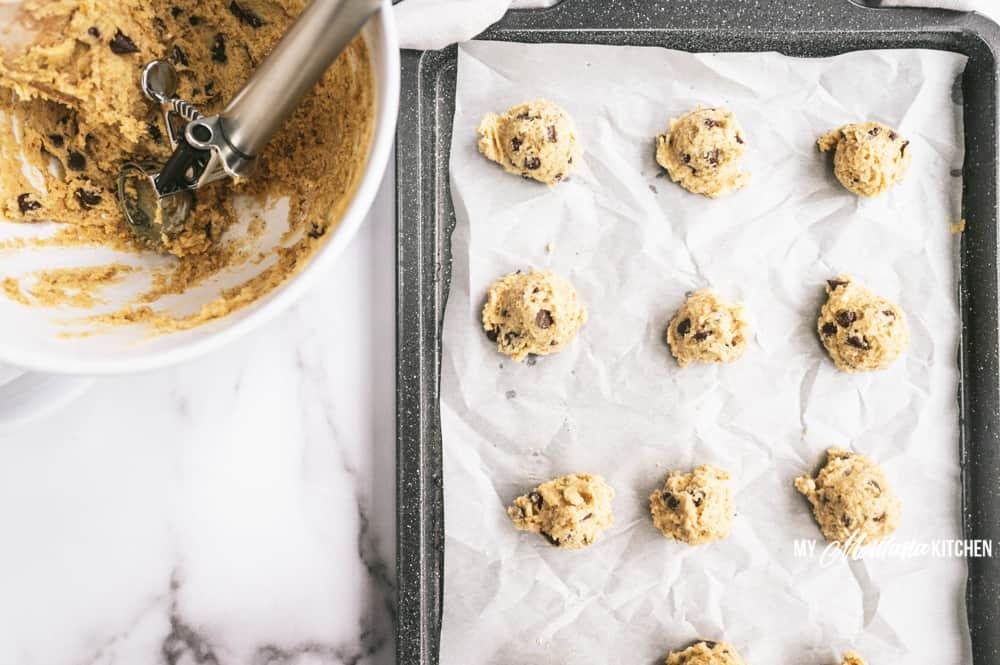 unbaked cookies on cookie sheet